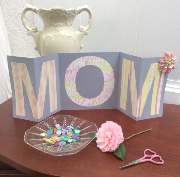 https://recycledcrafts.craftgossip.com/files/2019/02/mom-die-cut-letter-Mothers-day-card.jpg